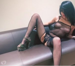 Layyina facesitting escorts in Chesterfield